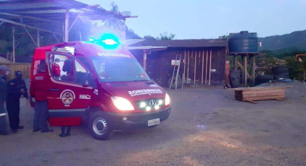 Pneu de trator estoura e deixa trabalhador gravemente ferido em SC - Divulgação / Bombeiros Voluntários Presidente Getúlio