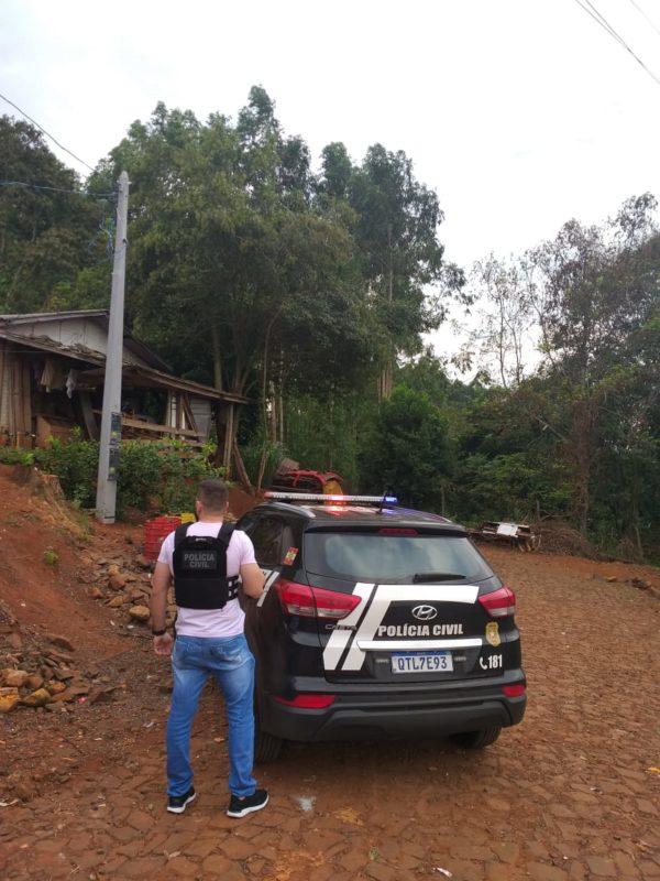 Policiais acompanhados do Conselho Tutelar foram até a casa onde a adolescente estava vivendo com seu pai – Foto: Polícia Civil/Divulgação/ND