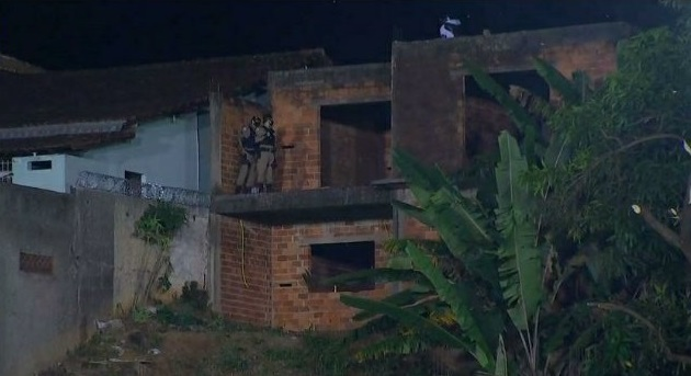 Policiais foram ao local e dispersaram a multidão – Foto: TV Globo/Reprodução