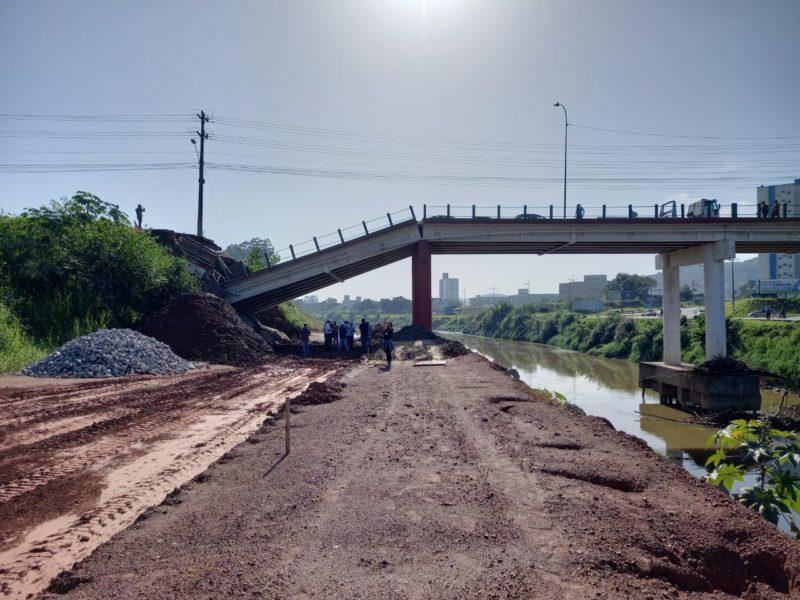 Técnicos trabalham na análise da estrutura na manhã desta quinta-feira (22) em Brusque – Foto: Divulgação/Prefeitura de Brusque