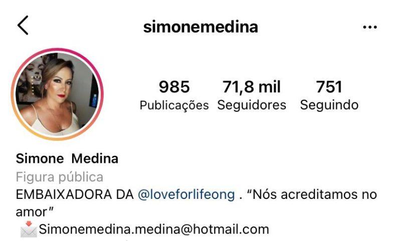 """Momentos depois, Simone retirou a frase """"mãe da Sophia Medina"""" da bio – Foto: Reprodução/Instagram"""