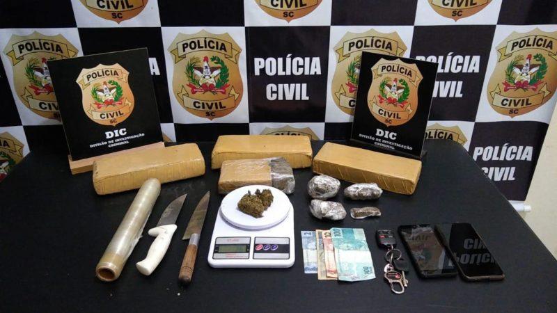 Na casa do suspeito foram apreendidos 3kg de maconha e outros equipamentos característicos do tráfico de drogas – Foto: Divulgação/DIC Blumenau/ND