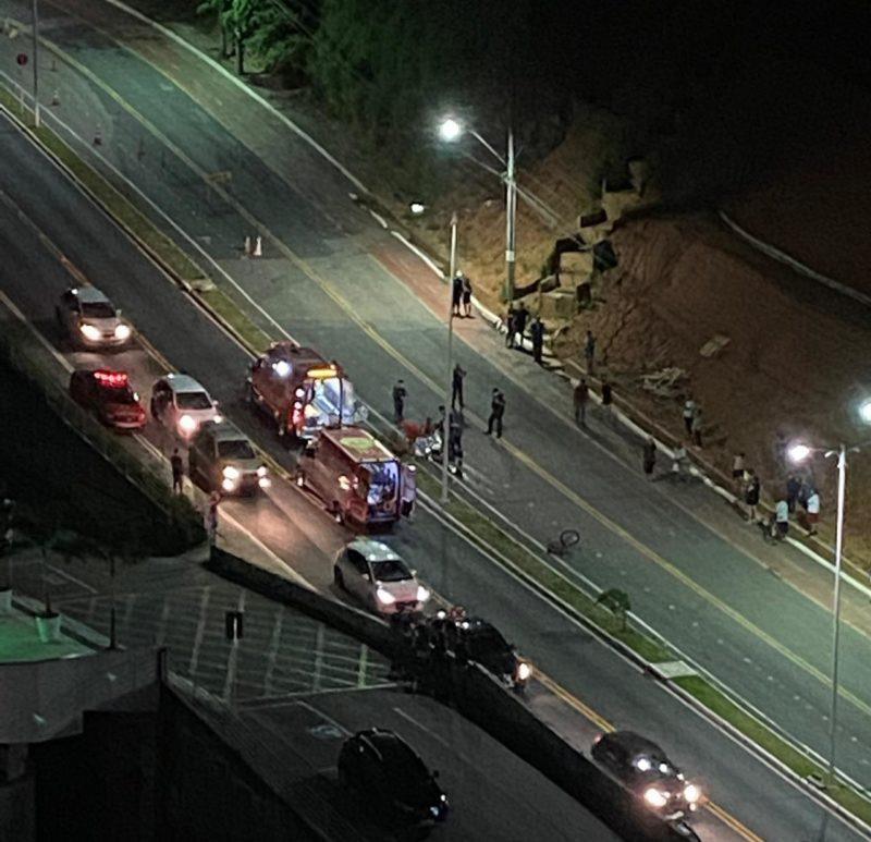 Ciclista caiu na tarde desta quinta-feira (16) – Foto: Reprodução/ND