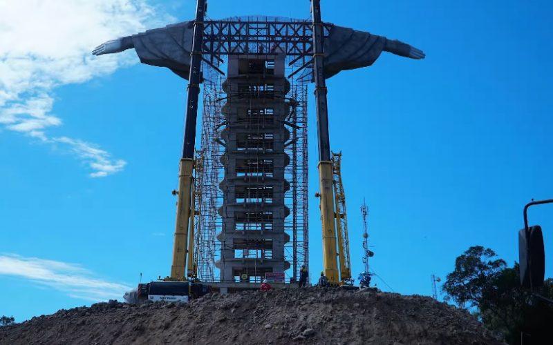 A obra não conta com a aplicação de recursos públicos municipais, apenas com a colaboração espontânea da comunidade por meio de doações. A estrutura é feita de concreto e ferro e tem um orçamento de R$ 2 milhões. – Foto: Reprodução/Konce Agência/Divulgação/ND