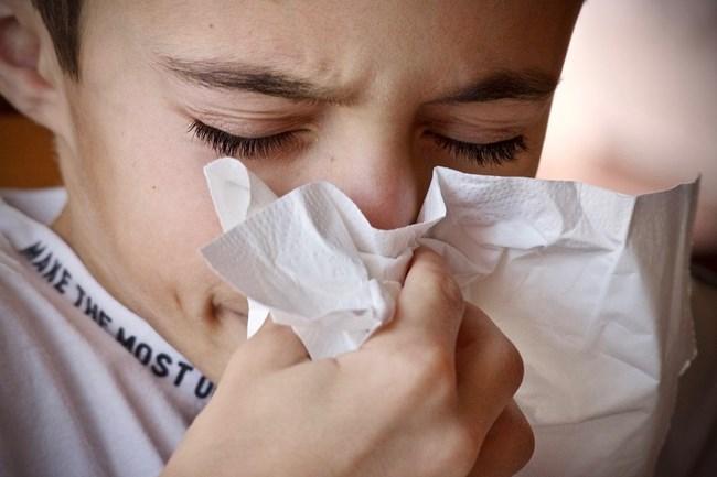 criança com resfriado