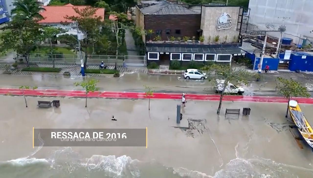 Essa foi a situação da orla da Avenida Atlântica em 2016 após ressaca - Arquivo Ivan Rupp/ND