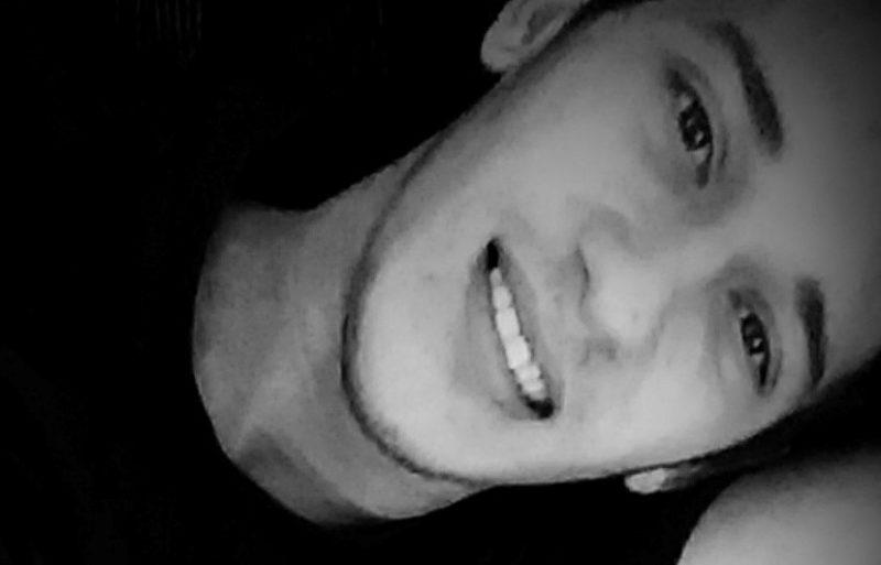 Uma mulher confessou ter matado o marido, Robson Cardoso, em Araquari, três dias após o crime. Ela afirmou que estava arrumando a mesa com a faca na mão quando tudo aconteceu – Foto: Reprodução/Redes Sociais