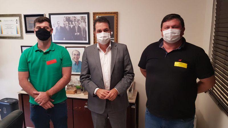 Deputado Rodrigo Minotto tratou do assunto com lideranças de Grão-Pará – Foto: Divulgação