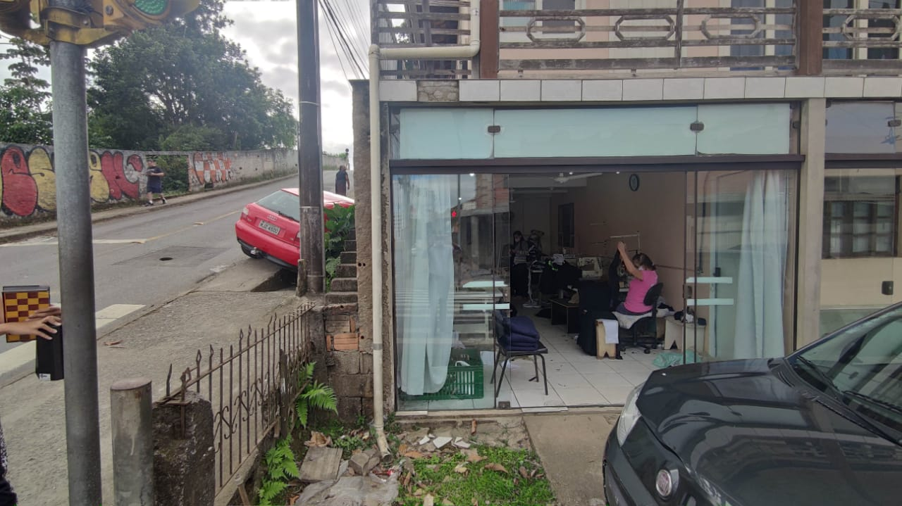 Acidente ocorreu na rua Romário da Conceição Badia, na Itoupava Norte - Rodrigo Vieira/NDTV Blumenau