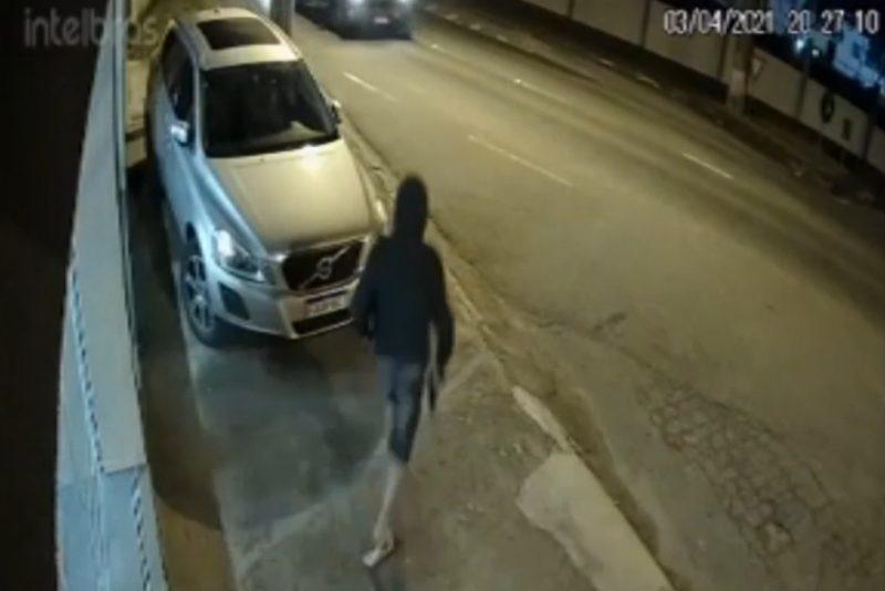 Criminosos armados rendem comerciante e roubam carro em Blumenau – Foto: Reprodução/Divulgação