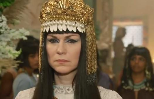 Abrão chega ao palácio e fala com Sarai, nesta terça (20), em Gênesis – Foto: Reprodução/R7
