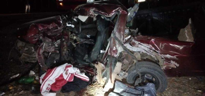Duas pessoas estavam neste carro e morreram no local – Foto: Bombeiros/ND