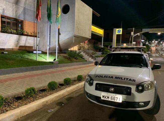 Polícia Militar isolou o local. – Foto: Marcos de Lima/Portal Peperi/Reprodução/ND