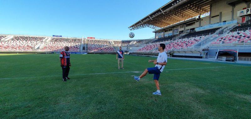 Ex-jogadores trocam passes na Arena e falam da expectativa de novas vitórias do Tricolor- Foto: Jean Balbinotti/ND