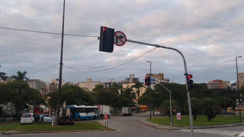 O último semáforo danificado foi consertado e voltou a funcionar por volta das 17h. – Foto: Divulgação/ND