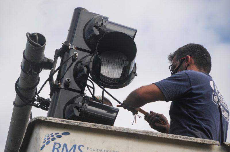 Semáforos de Florianópolis com problemas após furtos na fiação