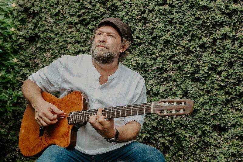 Cantor, compositor e instrumentista Serginho Almeida – Foto: Isadora Manerich/Divulgação/ND