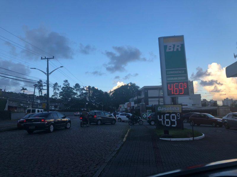 Neste posto de gasolina que fica no bairro Anita Garibaldi, era possível encontrar a gasolina a R$ 4,69 nesta quarta-feira, dia 7/4 – Foto: Ricardo Alves/NDTV