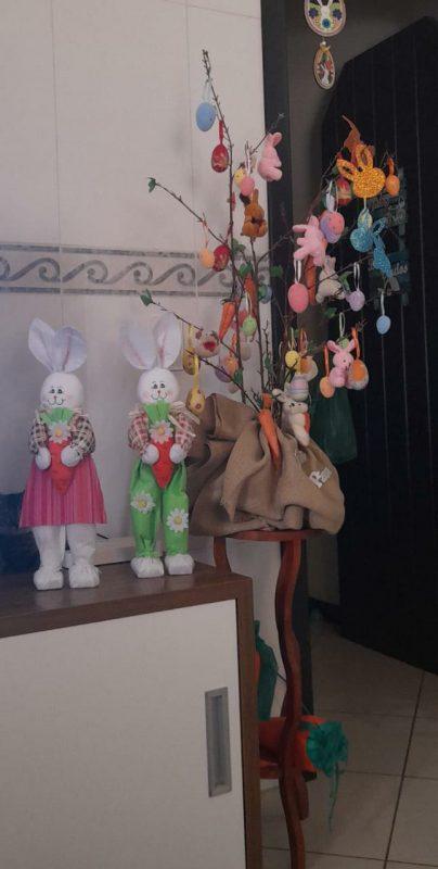 Carin, da rua Willy Scholand, bairro Aventureiro, Joinville, nos mandou sua linda decoração para celebrar a Páscoa.- Foto: Carin/Divulgação ND