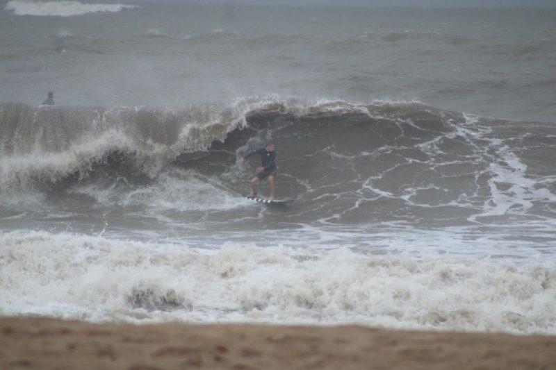 O risco de ressaca é alto durante a passagem da tempestade Potira – Foto: Gabriely Silva