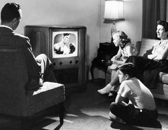 Televisão era em preto e branco e 'coisa de rico' – Foto: Reprodução/ND