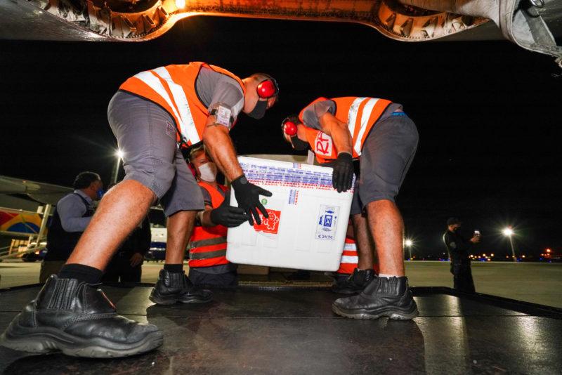Novas doses chegaram na madrugada desta sexta-feira (16) em Florianópolis – Foto: Ricardo Wolffenbüttel/SECOM