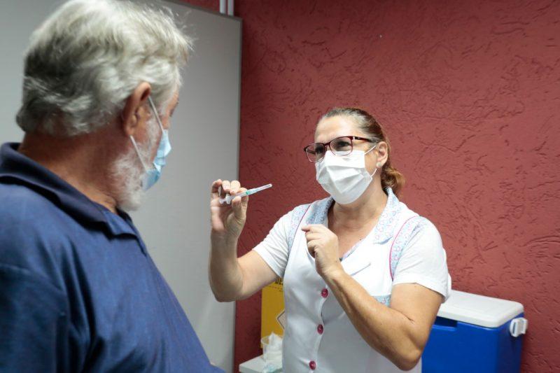 Biguaçu aplica 2ª dose da vacina da Covid-19 em idosos com 77 anos ou mais nesta quinta – Foto: Divulgação/ND