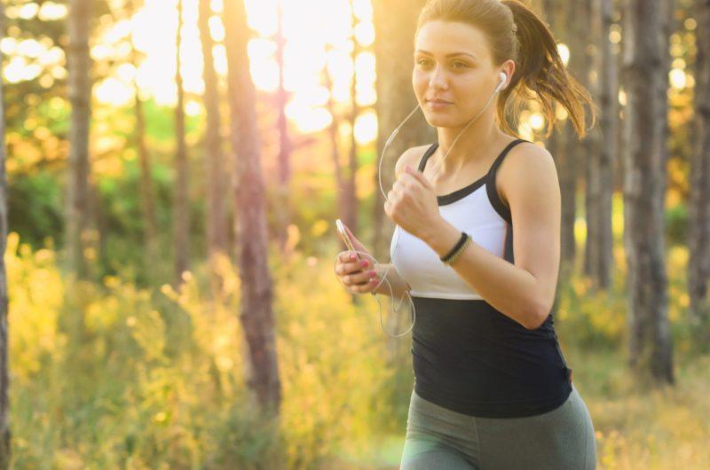 Corrida, caminhada, ar puro, são importantes para o sistema músculo esquelético – Foto: Reprodução/Pixabay