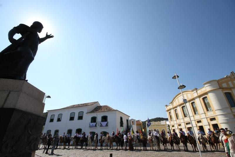 Expectativa é de que 50 mulheres participem da Cavalgada do Bicentenário – Foto: CulturAnita/Arquivo/ND