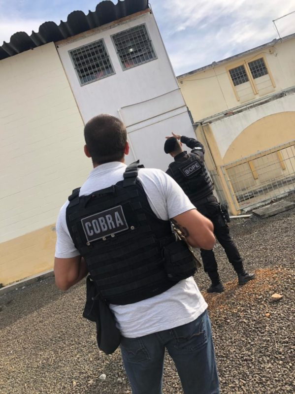 Negociação com os detentos na penitenciária de Criciúma – Foto: PMSC/Divulgação