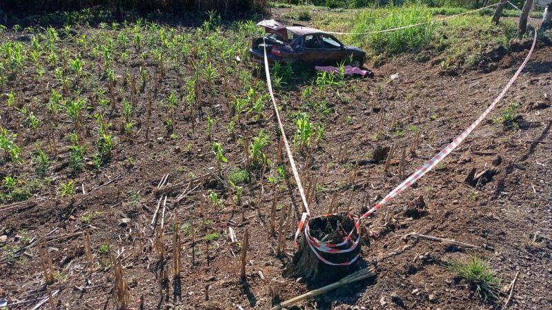 Carro ficou destruído e o motorista morreu no local do acidente – Foto: PMRv/Divulgação/ND
