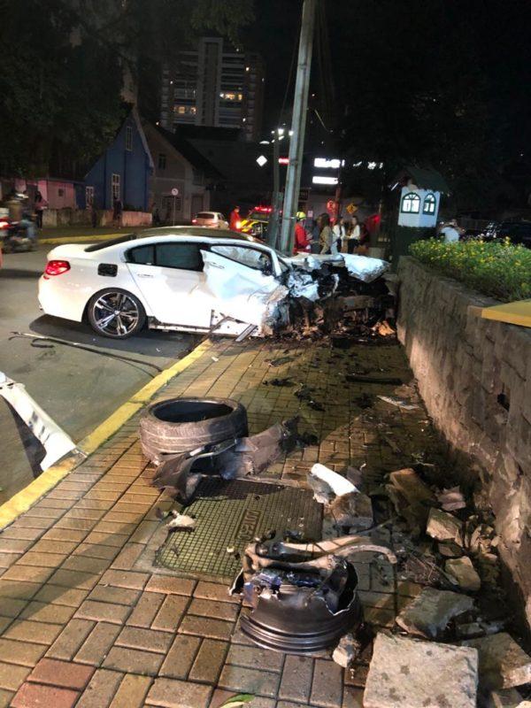 Motorista teria batido em um muro e saido do local antes da chegada dos bombeiros – Foto: Internet