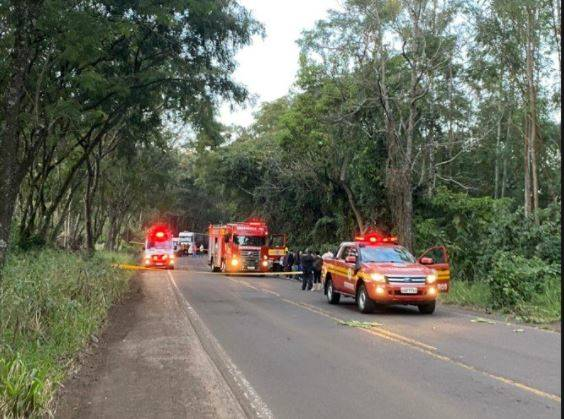 Acidente aconteceu por volta das 6h40 desta quarta-feira (25) na SC-163 entre Itapiranga e Iporã do Oeste – Foto: Diana Isabel Mayer/Portal Peperi/Divulgação/ND