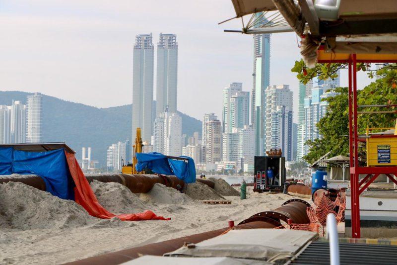Obra de alargamento da faixa de areia da praia Central de BC passou da fase de soldagem dos tubos – Foto: Ivan Rupp/ND