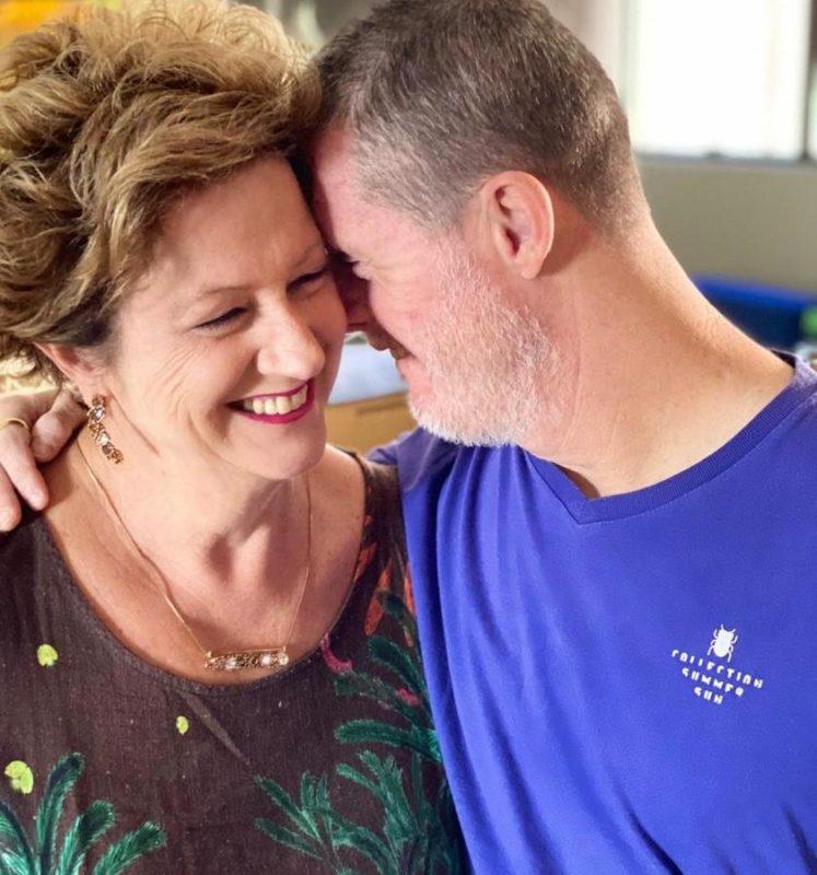 Arlete das Graças Torri e seu filho Alexsandro: vacina é o começo da liberdade – Foto: Acervo Pessoal/ND
