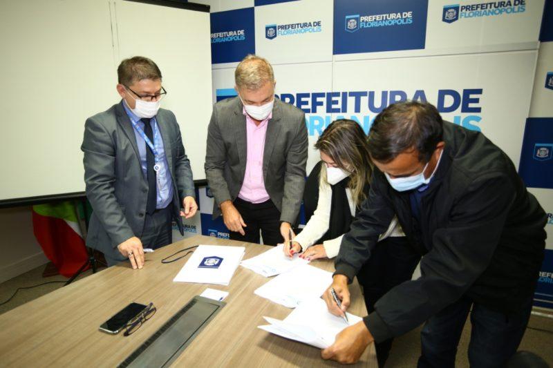 Contrato da Prefeitura de Florianópolis com a Caixa Econômica Federal foi assinado nesta quarta-feira (26) – Foto: Leonardo Sousa/PMF/Divulgação/ND