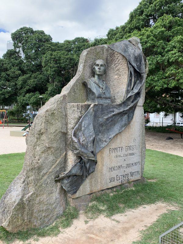 Monumento na Praça Getúlio Vargas é pouco conhecido na Ilha – Foto: Moacir Pereira