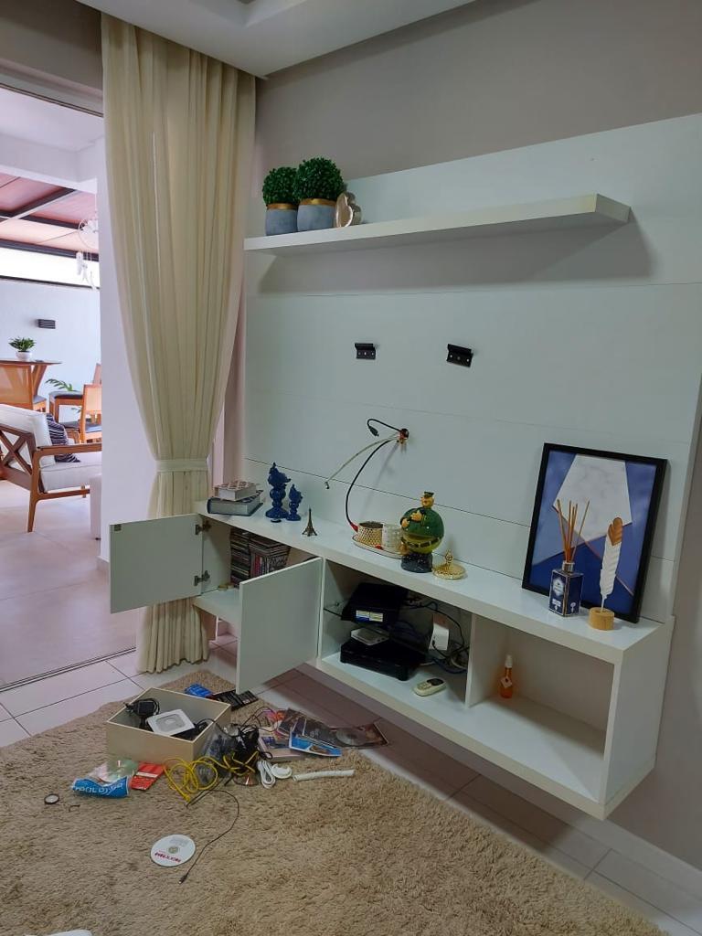 Entre os objetos roubados estão uma TV, roupas, jóias e perfume - Arquivo pessoal/ND