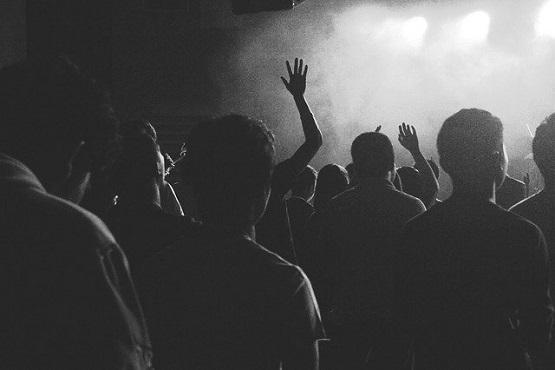 A festa clandestina foi flagrada na cidade de Palma Sola, no Extremo-Oeste do Estado. – Foto: Reprodução