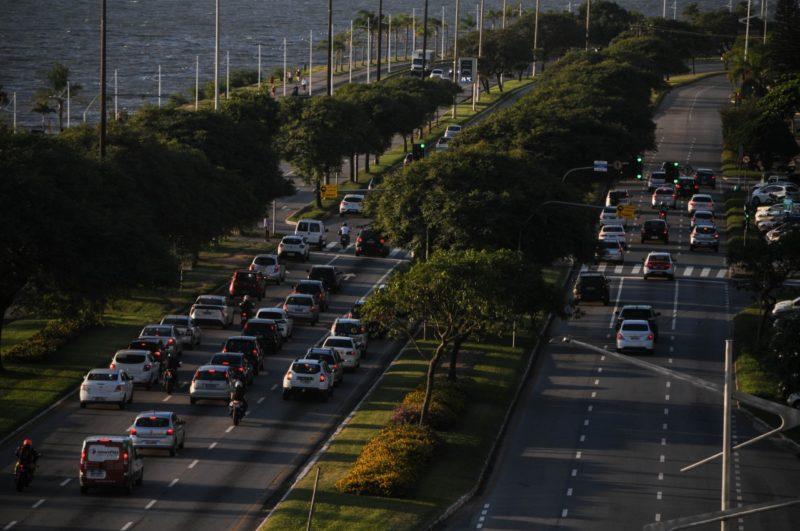Avenida Beira-Mar, uma das principais vias de Florianópolis