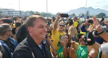 Bolsonaro com apoiadores no Rio de Janeiro – Foto: Reprodução/Redes Sociais