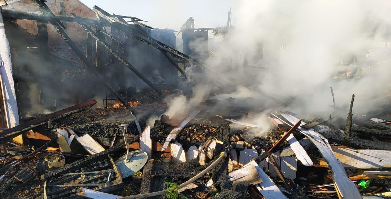 Casa foi totalmente consumida pelo fogo. - Corpo de Bombeiros Militar/Divulgação/ND