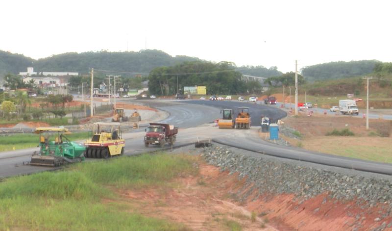 Obras continuam em atraso no trecho da BR-280 que liga Guaramirim a São Francisco do Sul – Foto: NDTV/Reprodução