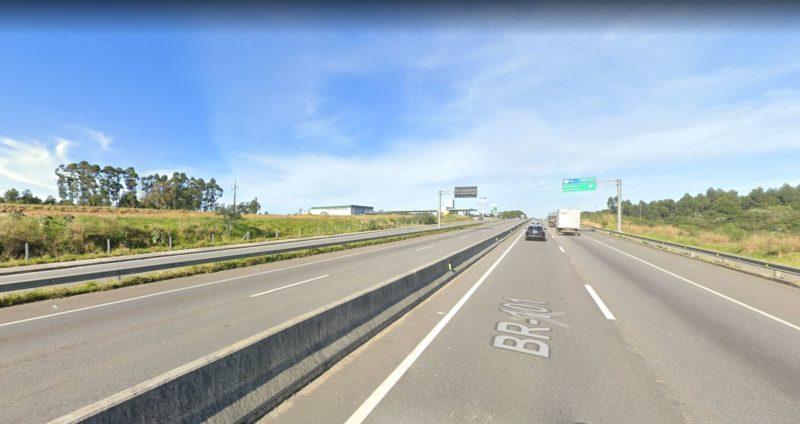Homem foi atropelado por furgão com placas do Uruguai em trecho de reta da BR-101 – Foto: Reprodução/Google Street View