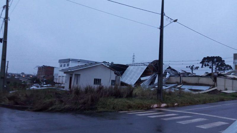 Cerca de 60 casas ficaram destelhadas em Campos Novos – Foto: Divulgação/ND