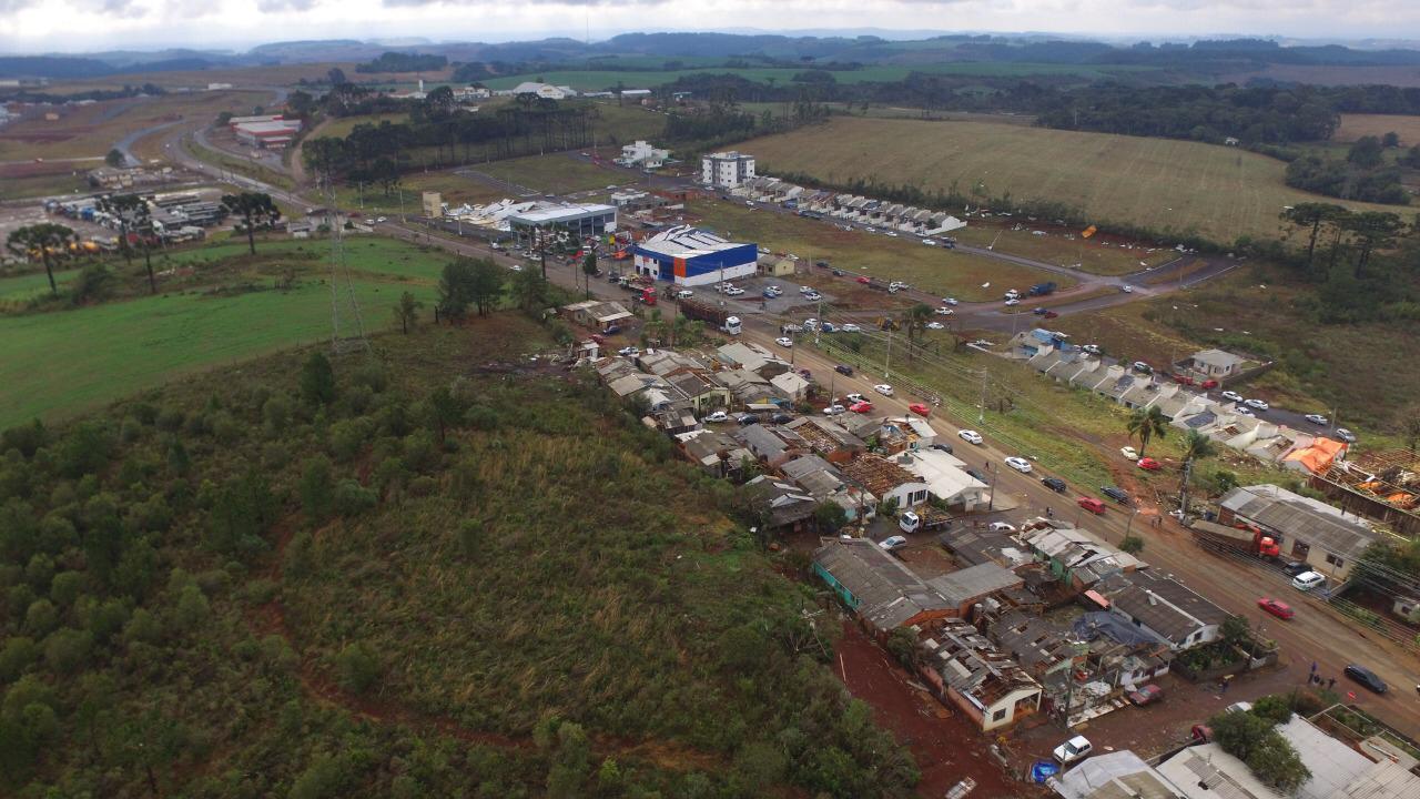 Cerca de 30 empresas também foram afetadas com a passagem do tornado - Murilo Milanez/Defesa Civil/Divulgação/ND