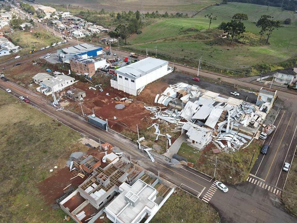 Órgãos do governo do Estado auxiliaram com trabalho humanitário as famílias atingidas - Murilo Milanez/Defesa Civil/Divulgação/ND