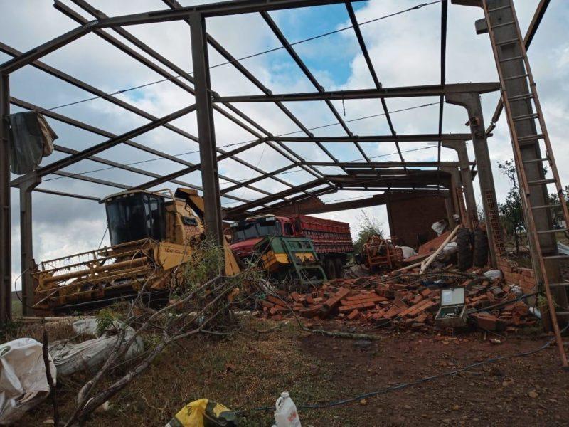 Tornado causou estragos no Meio-Oeste e interrompeu o fornecimento de energia elétrica em alguns municípios – Foto: Defesa Civil/Divulgação/ND