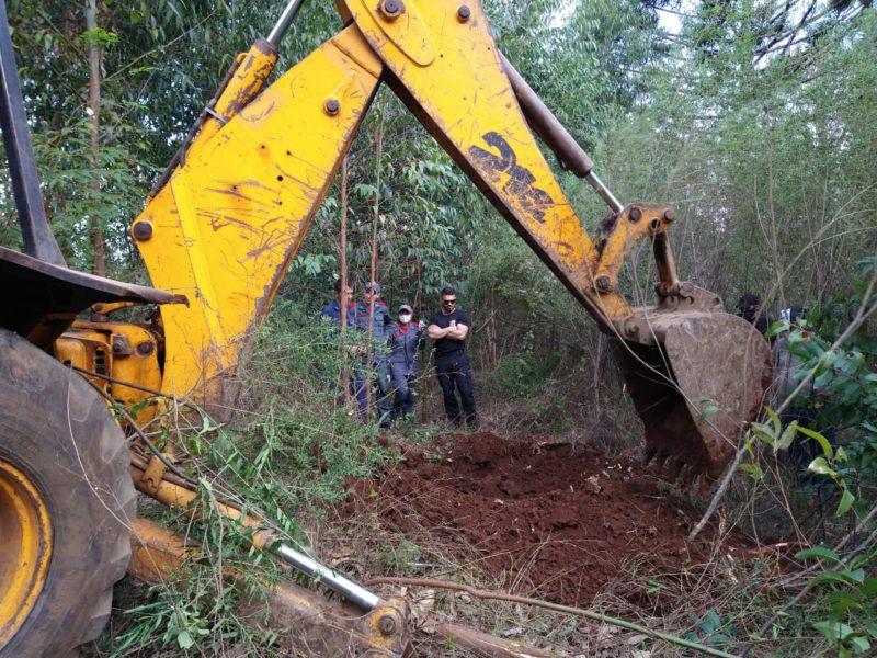 Corpos estavam enterrados em uma comunidade no interior de Chapecó. – Foto: Caroline Figueiredo/ND
