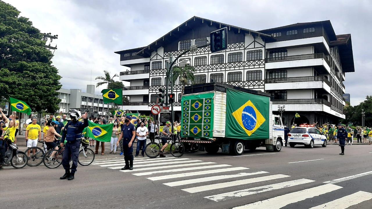 Manifestação pró-Bolsonaro em Blumenau - Fábio Bublitz/NDTV